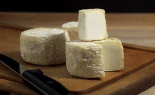 Un plateau de fromage de chèvre.