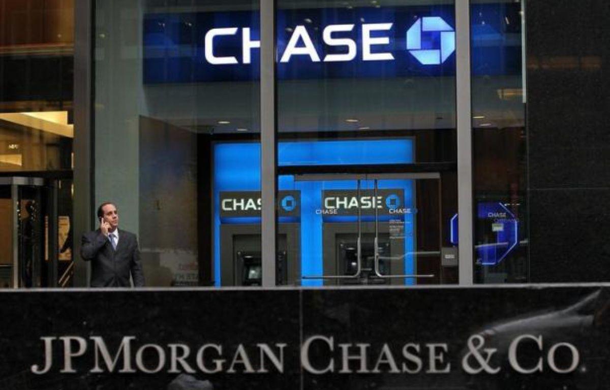 La banque américaine JPMorgan Chase a l'intention de réclamer des millions de dollars de compensation à certains de ses cadres dirigeants, au coeur d'une perte de courtage estimée à environ 5 milliards de dollars, a rapporté mardi le Wall Street Journal. – Justin Sullivan afp.com