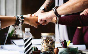 Une action solidaire peut être un moyen de sortir de la morosité ambiante et de se faire du bien en faisant du bien aux autres.
