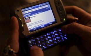 L'addiction à l'internet et en particulier aux réseaux sociaux fait des ravages en Argentine, pays le plus connecté d'Amérique latine où le nombre de consultations dans des centres spécialisés a doublé en 2011.