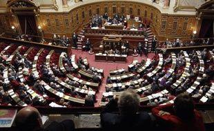 L'examen du projet de budget de la Sécurité sociale pour 2011, qui avait été suspendu samedi soir à la suite du remaniement du gouvernement, a repris lundi après-midi au Sénat avec les protestations de la gauche.