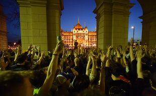 Des dizaines de milliers de Hongrois ont manifesté ce samedi à Budapest.