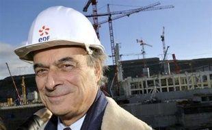"""Le président Nicolas Sarkozy a annoncé la construction en France d'une deuxième centrale nucléaire EPR, à Penly (Seine-Maritime), à laquelle GDF Suez sera associé pour une part minoritaire aux côtés d'EDF. """"D'autres partenaires désireux de partager l'investissement et l'approvisionnement électrique seront invités à y participer"""", a précisé l'Elysée."""