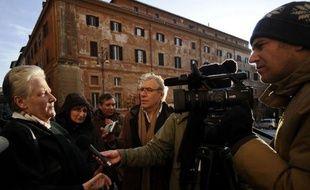 """Marie Collins, une Irlandaise abusée à l'âge de 13 ans par un prêtre, a demandé mardi à Dieu le """"pardon"""" pour les auteurs d'abus sexuels, lors d'une cérémonie pénitentielle à Rome, moment fort d'un symposium organisé par le Vatican pour endiguer le scandale pédophile"""