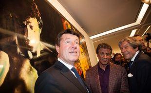L'acteur et peintre Sylvester Stallone avec le maire Christian Estrosi lors de l'inauguration de son exposition à Nice.