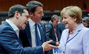 Alexis Tsipras, Matteo Renzi et Angela Merkel à Bruxelles, le 25 juin 2015.