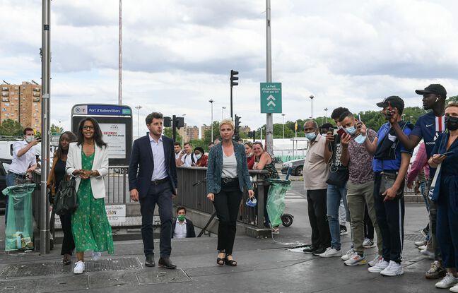 Audrey Pulvar, Julien Bayou et Clémentine Autain à la sortie de métro Fort d'Aubervilliers, lundi.