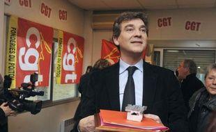Le député PS Arnaud Montebourg est venu jeudi exprimer le soutien du PS aux 122 salariés de la pépinière du groupe Delbard, dans l'Allier, important pôle horticole en redressement judiciaire, soulignant que le but était de construire un projet durable