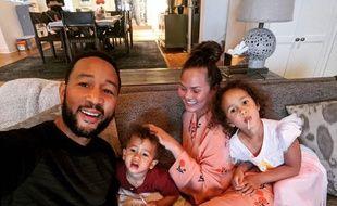 Le chanteur John Legend, la mannequin Chrissy Teigen et leur enfants Miles et Luna