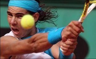 Lundi, l'Espagnol Rafael Nadal, double tenant du titre, s'est qualifié pour les quarts de finale en battant l'Australien Lleyton Hewitt (N.14) en trois sets 6-3, 6-1, 7-6 (7/5), tandis que son compatriote Carlos Moya, tête de série N.23, a battu le Suédois Jonas Bjorkman en trois sets 7-6 (7/5), 6-2, 7-5.