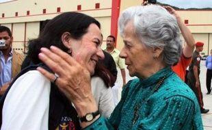 Les deux Colombiennes Clara Rojas et Consuelo Gonzalez ont été libérées au cours d'une opération héliportée dans la jungle colombienne, organisée par la Colombie et le Venezuela en collaboration avec le Comité international de la Croix-Rouge (CICR).
