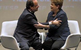 """Le président français François Hollande a affirmé jeudi qu'il """"s'attendait (...) depuis plusieurs mois"""" à l'échec de la vente du Rafale au Brésil, mais qu'il """"espérait"""" que l'avion de combat français serait vendu à l'étranger, ce qui n'a jamais encore été le cas."""