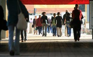 Etudiants se rendant en cours sur le campus de l'Université du Mirail
