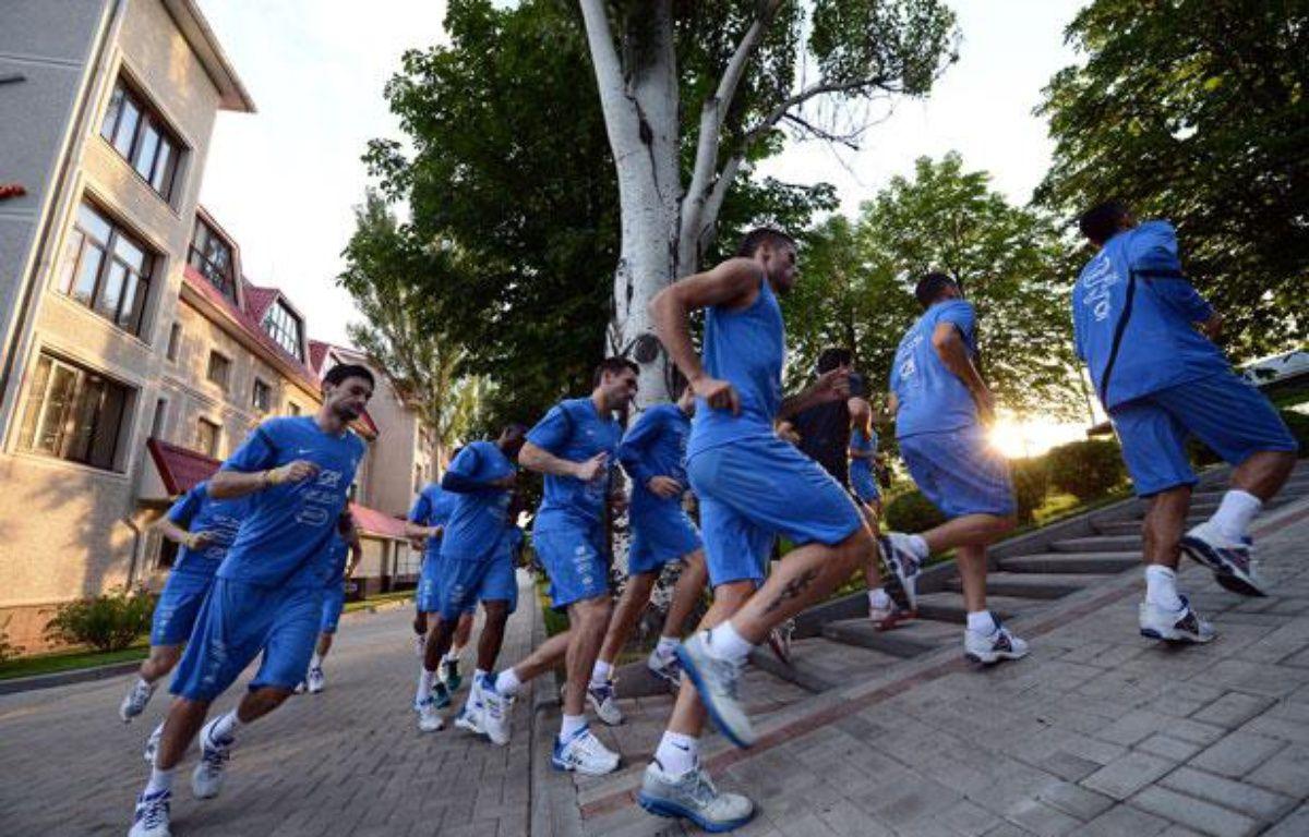 Les joueurs de l'équipe de France lors d'un footu=ing, le 20 juin 2012, à Donetsk. – F.FIFE/AFP