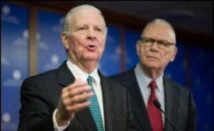 Le Groupe d'études sur l'Irak est coprésidé par un ex-secrétaire d'Etat, James Baker, homme de confiance de la famille Bush, et un ex-parlementaire démocrate, Lee Hamilton.