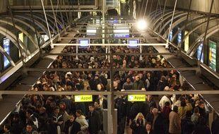 Dans une station de métro à Paris, en novembre 2007, en période de grève dans les transports.