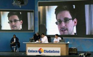 """Le président Barack Obama, menacé d'un blocage des négociations commerciales entre l'UE et les USA, a promis lundi à ses alliés européens toutes les """"informations"""" qu'ils réclament sur les activités d'espionnage électronique de leurs institutions par une agence américaine."""