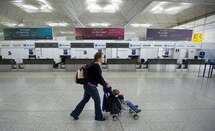 L'opérateur aéroportuaire britannique BAA a annoncé lundi son intention de vendre l'aéroport londonien de Stansted, renonçant à un dernier recours contre les autorités de la concurrence qui l'avaient contraint à cette cession.