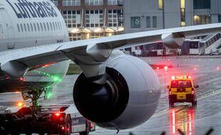 Un avion de la Lufthansa, à Francfort le 3 février 2021.