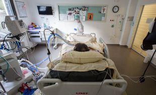 Au sein d'un service de traitement du Covid-19 à l'hôpital Purpan, au CHU de Toulouse.
