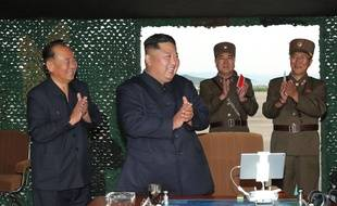 Kim Jong-un assiste à un lancement de missile dans cette photo datée du 24 août 2019 et diffusée par le gouvernement nord-coréen.