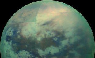 Titan est la plus grande lune de la planète Saturne.