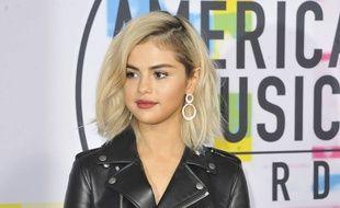 Selena Gomez est devenue blonde.
