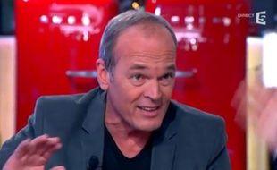 """Laurent Baffie dans """"C à vous"""" le 12décembre 2013"""