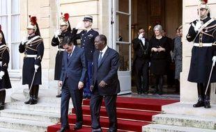 """Le président Alassane Ouattara a achevé vendredi à Paris une visite d'Etat de trois jours en """"exhortant"""" les entreprises françaises à revenir en Côte d'Ivoire, après avoir signé un nouvel accord de défense et tourné la page des années de tensions sous Laurent Gbagbo."""