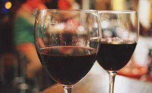 Des verres de vin (illustration).