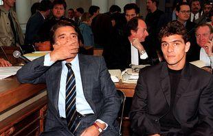 Bernard Tapie et Jean-Jacques Eydelie, un ancien joueur de Marseille, au début du procès en appel de « l'affaire OM-VA », le 24 octobre 1995.