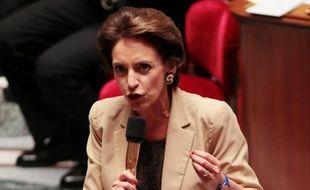 """Les députés français votent mardi en première lecture le projet de loi sur les retraites sous le regard de syndicats et de salariés opposés à la réforme, appelés à se rassembler devant l'Assemblée nationale pour dire qu'ils """"n'abandonnent pas""""."""