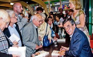 François Fillon dédicace son livre «Faire» à la librairie Thuard,  Le Mans,le  26 Septembre 2015. Credit:Gile Michel/SIPA/