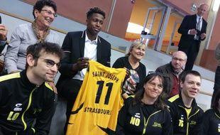 VIDEO. Strasbourg: Frank Ntilikina de retour dans le gymnase de ses débuts