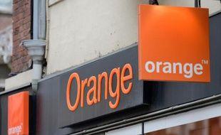 Logo d'Orange sur une boutique de Béthune, dans le nord de la France, le 18 février 2014