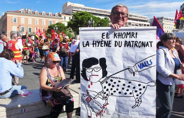 Jean-Louis a participé à toutes les manifestations, chaque fois avec une pancarte différente.