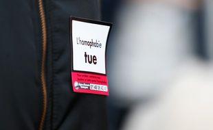 Un manifestant contre l'homophobie lors du rassemblement organisé à Rouen en réaction à l'agression homophobe dont a été victime un trentenaire en novembre 2018.