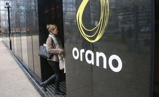 La tour Areva, à la Défense, arbore désormais le nouveau nom du groupe, Orano.