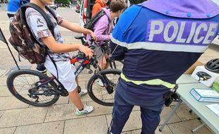 Griller un feu rouge est l'infraction la plus courante commise par les cyclistes.