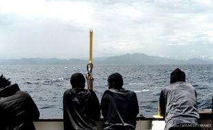 Photo du 15 juin 2018 fournie par Médecins Sans Frontières de migrants à bord de l'«Aquarius».