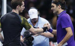 Les tennismen Andy Murray (g.) et Roger Federer, lors de leur match à Londres, le 11 novembre 2012.