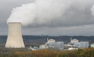 Centrale nucleaire de Golfech au bord de la Garonne.