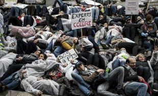 """Des centaines d'agents de la police scientifique manifestent à Lyon pour revendiquer """"un statut spécial adapté aux contraintes"""", le 3 novembre 2015"""