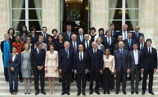 """François Hollande va profiter de la large victoire du PS aux élections législatives pour retoucher, dès son retour du Brésil jeudi, le gouvernement de Jean-Marc Ayrault en l'enrichissant de quelques maroquins et en y réparant les erreurs de """"casting""""."""