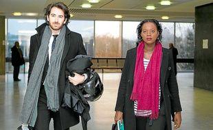 Enceinte, l'élue francilienne, ici avec son avocat Antonin Lévy, est venue se défendre.
