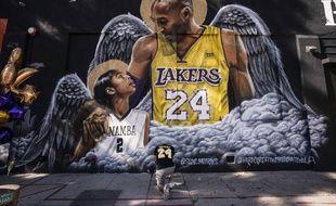 Une fresque représentant Kobe Bryant et sa fille Gianna, à Los Angeles, le 26 janvier 2021.