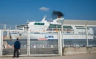 Un navire de la SNCM, dans le port de Marseille le 28 octobre 2014