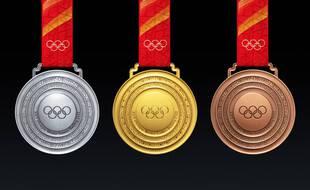 Les médailles des JO d'hiver de Pékin-2022 ont été dévoilées le 26 octobre 2021.