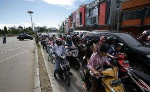 Un très fort séisme, de magnitude 8,6, est survenu mercredi au large de l'île indonésienne de Sumatra, déclenchant une alerte au tsunami dans l'océan Indien, mais qui a été vite levée face à l'absence de vagues significatives, de dégâts ou de victimes.