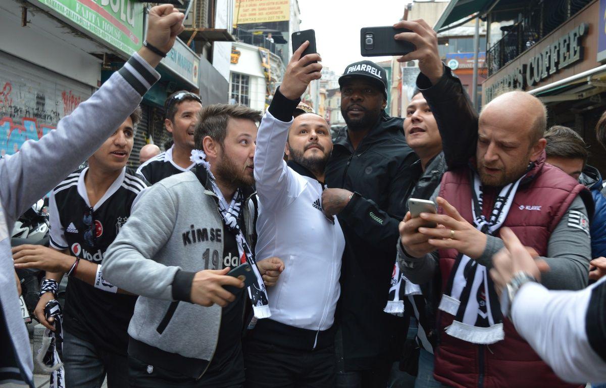 Pascal Nouma n'est plus joueurs du Besiktas depuis 15 ans mais ce guerrier sur le terrain est resté une star auprès des supporters du club. – B. Poussard / 20 Minutes.
